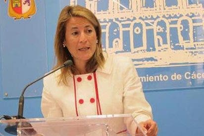 La policía a la alcaldesa de Cáceres: 'Aléjese, viene un hombre con un cuchillo'