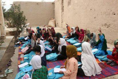 Talibanes contra la educación femenina envenenan a 120 niñas