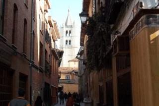 El 15-M ocupa un edificio del Obispado de León