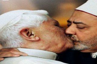 El Vaticano gana la batalla a Benetton por usar sin permiso una imagen del papa