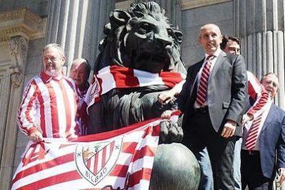 CiU y PNV juegan la final de la Copa del Rey en la escalinata del Congreso