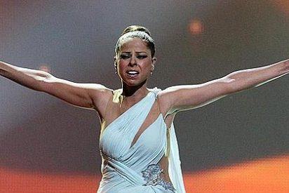 """'The Guardian': """"Pastora Soler estaba estreñida y vestida con un mantel"""""""