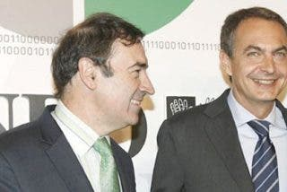 Pedrojota 'amenaza' con fichar a Zapatero como columnista para El Mundo