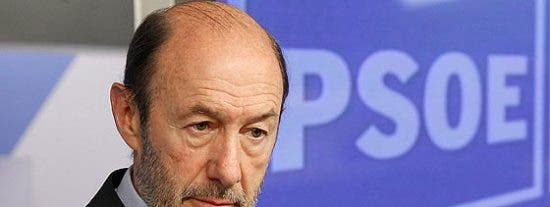 Rubalcaba se pone 'comecuras' y el PSOE juega la baza anticlerical contra el PP