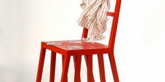 La silla que no aguantó el peso de un cliente cuesta 6.000 € a un bar