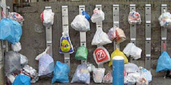 Bildu controla las basuras de los vecinos por el bien de la raza vasca
