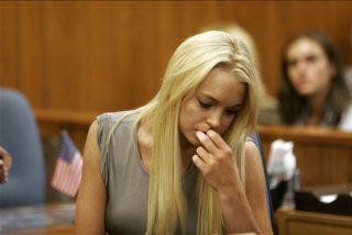 La díscola y maciza Lindsay Lohan muestra los pechos en un descuido mientras graba su último telefilme
