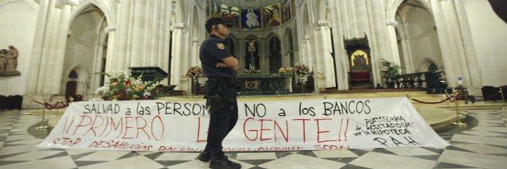 Desalojado de La Almudena un grupo de afectados por desahucios