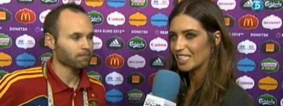 """Sara Carbonero da motivos a sus críticos y le pregunta a Iniesta: """"¿Te habría apetecido tirar hoy un penalti?"""""""