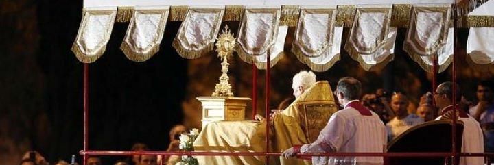 """Papa en la celebración del Corpus: """"Comunión y contemplación no se pueden separar"""""""