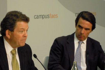 El mundo al revés: Laffer pide bajar los impuestos y el PP decide subirlos