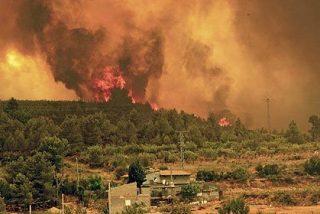 Los incendios avanzan sin control por los montes de Valencia