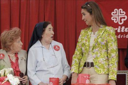 La Infanta Elena colabora con Cáritas en el Día de la Caridad