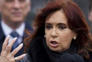Cristina Kirchner se cachondea y la pifia en su carga contra España