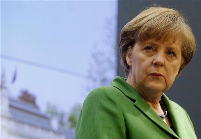 Merkel apoyará los eurobonos si se cede soberanía fiscal a la UE