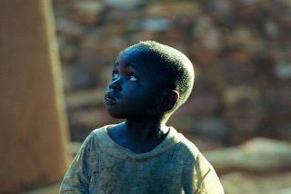Cáritas Malí dona arroz y ropa a los afectados por el hambre y la guerra