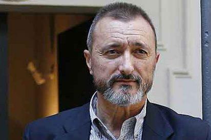 Arturo Pérez Reverte 'profetizó' la crisis, con lujo de detalles, en 1998