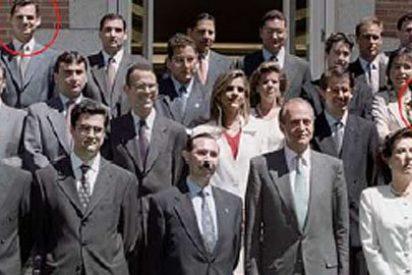 La prensa mira de reojo al compañero de curso del marido de Sáenz de Santamaría
