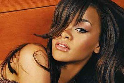 Rihanna sale 'porno' a la calle y sus amigos dicen que se rehabilite