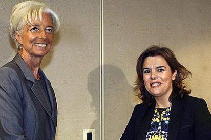 Soraya Sáenz de Santamaría peregrina al FMI con la marca 'España'