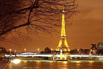 Un tipo se suicida tirándose desde lo alto de la Torre Eiffel