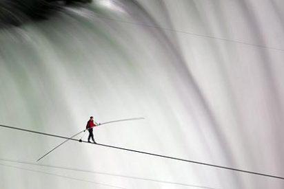 Un siglo después, un funambulista cruza las cataratas del Niágara