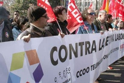 """Los trabajadores de Telemadrid: """"Pagamos un dineral a señores como Sánchez Dragó que se atreven a decirnos a la cara que nos quieren cerrar"""""""