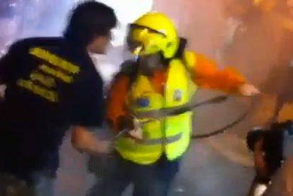 Los bomberos se pelean con un 'samur' por apagar un incendio