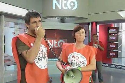 Asaltan y ocupan el plató de Canal 9 tras anunciarse 1.295 despidos 