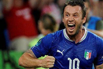 """La UEFA sanciona a Cassano por decir que no quiere """"maricones en el vestuario"""""""