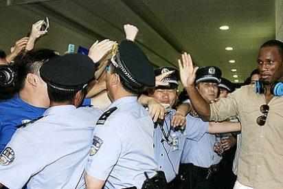 Los chinos dispensan un recibimiento 'galáctico' a Drogba en Shanghái