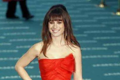 La actriz Marta Etura deja a un 'indignado' Luis Tosar y nos regala uno de los grandes topless de la temporada junto a otro hombre