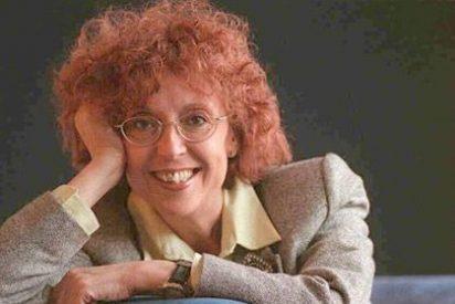 A Maruja Torres 'se le hace la boca agua' imaginando la humillación de la cantante Carla Bruni