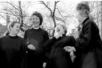 La Iglesia de Inglaterra debate la ordenación de mujeres obispo