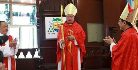 Pekín responde al Vaticano que sea pragmático tras excomulgar a un obispo chino