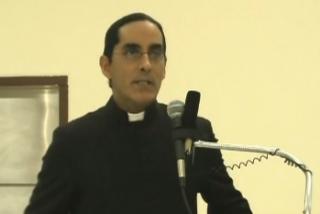 La diócesis de Washington cesa al sacerdote que negó la comunión a una lesbiana
