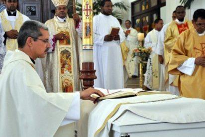 Dan último adiós a sacerdote muerto en accidente cuando iba a celebrar su primera misa