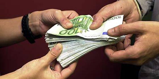 El Gobierno todavía no ha tomado una decisión sobre si prorrogar los 400 euros a los parados