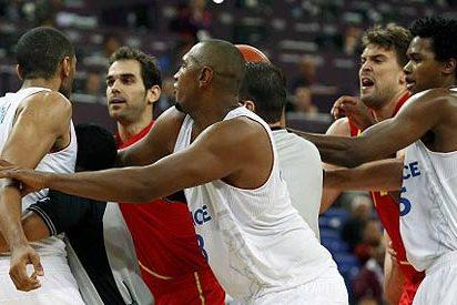 Francia se harta de dar palos y despues clama contra el 'teatro' de la selección española