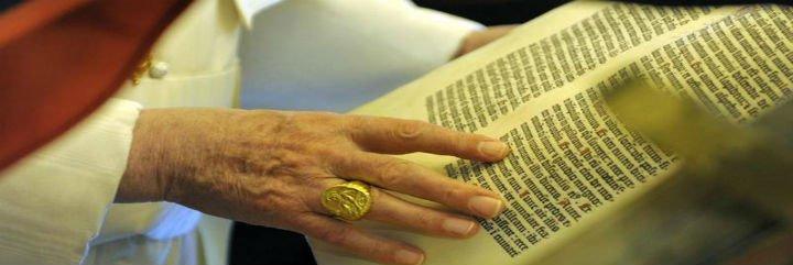 """Monseñor Bruguès: """"Benedicto XVI soñaba con ser bibliotecario vaticano"""""""