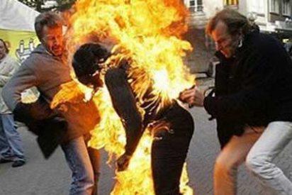 Una mujer muere al quemarse a lo bonzo en un cajero automático de Barcelona