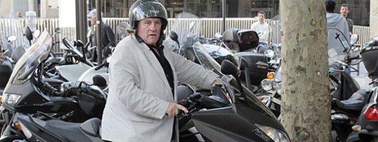 El gran Gerard Depardieu vuelve a dar la nota y esta vez en moto
