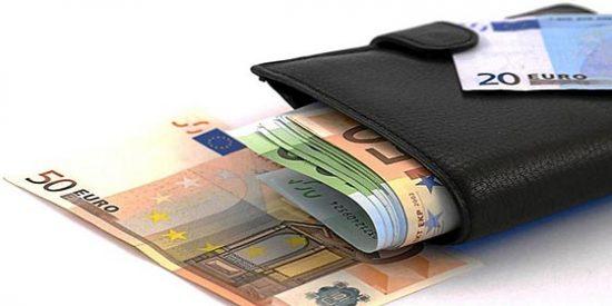 El Gobierno rebajará el sueldo de los banqueros de entidades con ayudas