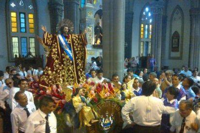 Los salvadoreños oran a su patrono, el Divino Salvador del Mundo