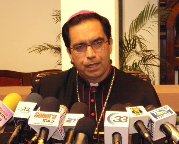 """Monseñor Escobar insta a los partidos salvadoreños a deponer """"sus intereses particulares"""""""