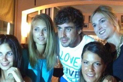 Fernando Alonso inunda Twitter de fotos con chicas para fastidiar a los periodistas