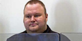 La Policía alega que Dotcom estaba armado y amenazaba con matar