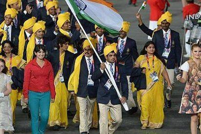 Madhura Nagendra, la mujer de rojo que se coló en el desfile, pide perdón