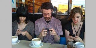 El 55% de españoles renunciaría a la tele o al coche antes que al móvil