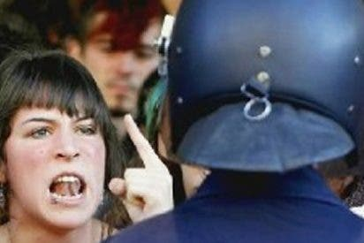 """""""Pegar a un policía sale por 30 euros; si el agresor es reincidente, por 50"""""""